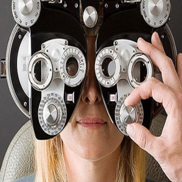 101992 consulta oculista oftamologia 600x600 Oculista Gratuito, Consulta Grátis