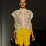 129654 shorts amarelo com camisa de renda 150x150 Shorts Curtos da Moda 2011