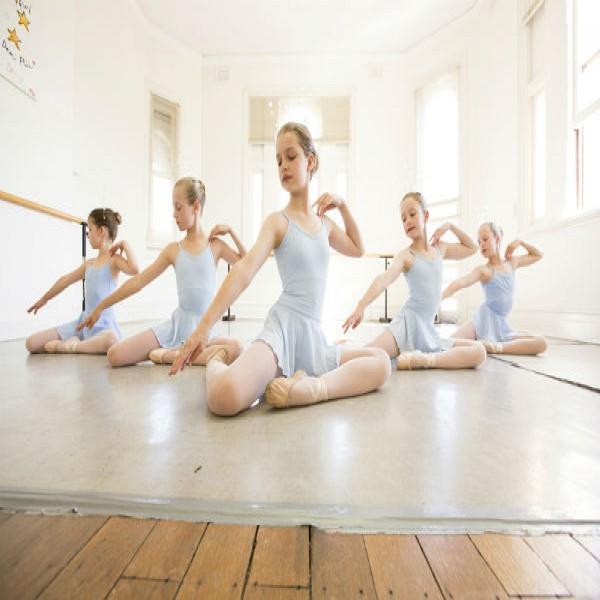 134938 aulas de ballet crianças gratis 600x600 Curso de Ballet Clássico Grátis