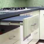 181357 a mesa embutida dentro da gaveta não ocupa espaço 150x150 Cozinhas Planejadas para Apartamentos Pequenos