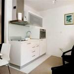 181357 tudo que precisa para a cozinha em apenas uma parede pequena 150x150 Cozinhas Planejadas para Apartamentos Pequenos