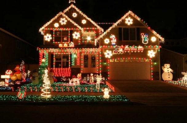 Fotos casas decoradas com luzes natal mundodastribos - Fotos de casas decoradas ...