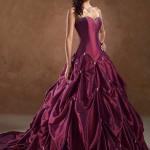 Vestido roxo com detalhes bordados