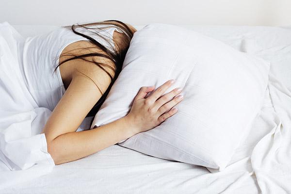Chás Calmantes que Ajudam a Dormir