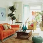 O colorido dos móveis e das paredes trazem alegria para o ambiente pequeno e bem decorado. (Foto: Divulgação)