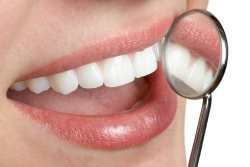 Algumas universidades estaduais e federais, oferecem o tratamento dentário gratuito.