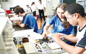 Curso de Eletroeletrônica Grátis 2011 SENAI SP