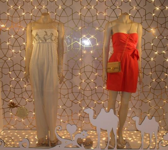 Dourado na decoração de Natal da vitrine. (Foto: Divulgação)