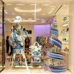 Decoração moderna de vitrine de loja feminina. (Foto: Divulgação)