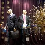 É necessário dar destaque especial para as peças à venda na vitrine de Natal de uma loja masculina (Foto: Divulgação)