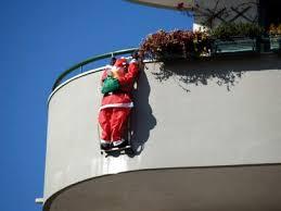 Já pensou em colocar um Papai Noel escalando a sua escada? (Imagem: Divulgação)