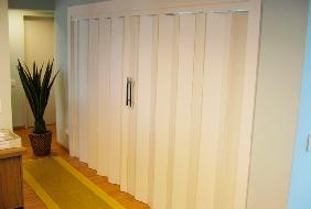 decoracao-com-porta-de-madeira-sanfonada-fotos