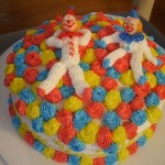 Muitas cores no bolo infantil