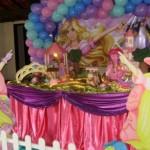 A decoração fazendo uso dessa boneca deixa a festa da sua filha mais delicada (Foto: Divulgação)