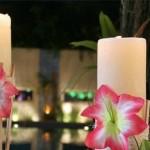 As velas decoradas com flores deixam a festa mais temática. (Foto: Divulgação)