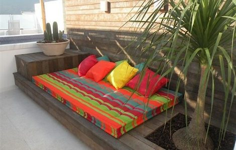 Decora o em madeira para jardim for Casa de muebles usados en montevideo