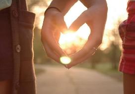 feromônios-cheiro-do-amor-perfume-da-rosa-negra-dia-dos-namorados2