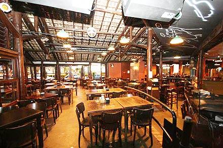 Decora o em bares dicas for Mobiliario rustico para bares