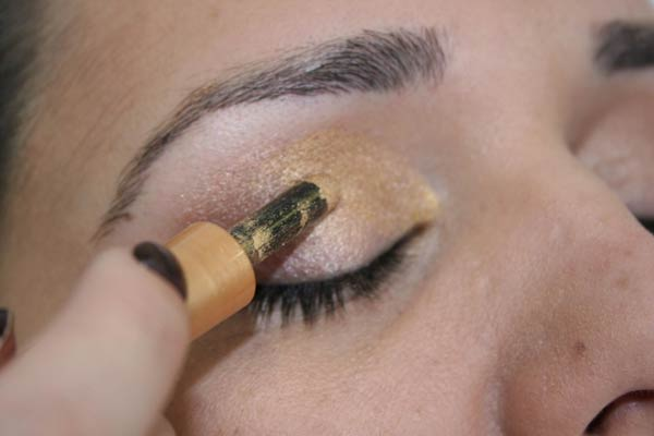 Maquiagem Passo a Passo Dourada
