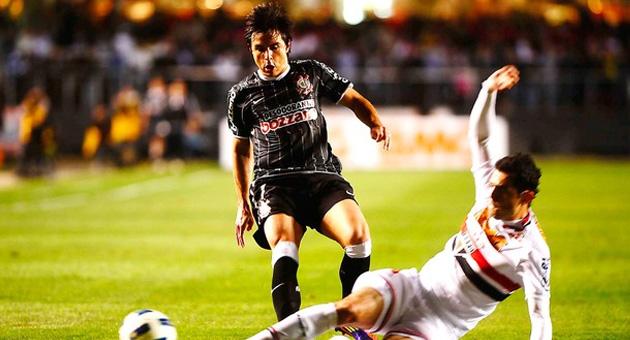 Em jogo fraco tecnicamente, São Paulo e Corinthians empatam sem gols
