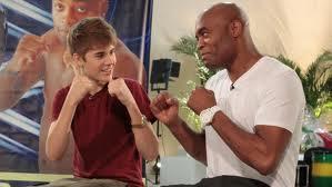 Anderson Silva dança com Justin Bieber