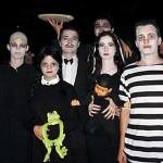 A família toda pode entrar no clima do Halloween se escolher alugar as fantasias da Família Addams. (Foto: Divulgação)