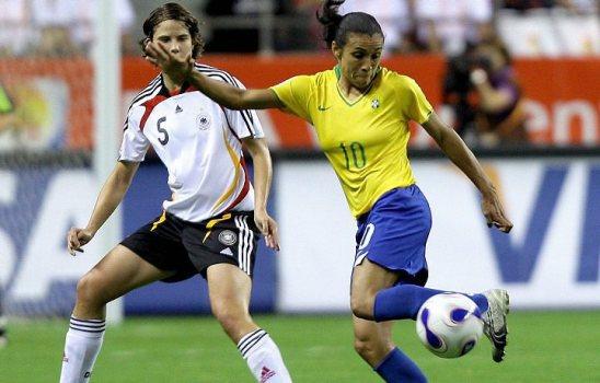 futebol feminino marta jogando