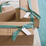 Caixas de papelão se transformam em embalagem de presente. (Foto: Divulgação)