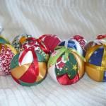 Bolinhas encapadas para árvore de Natal. (Foto: Divulgação)