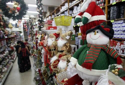 Lojas da rua 25 de março com ofertas para o Natal