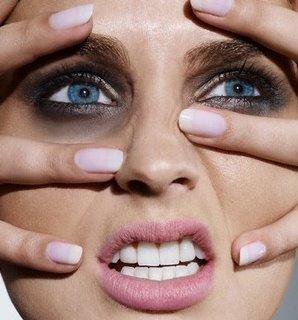 As mulheres se sentem mais incomodadas com as olheiras