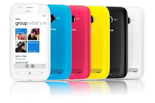 O Lumia 710 conta com capinhas coloridas que podem ser trocadas (FOTO: DIVULGAÇÃO)