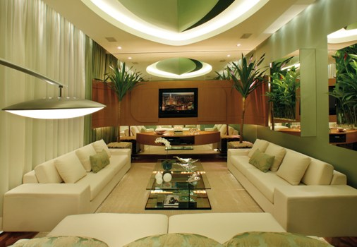 Sala com móveis modernos e design diferenciado. (Foto: Divulgação)