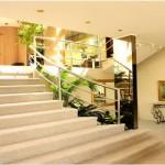 Escadas elegantes de uma residência. (Foto: Divulgação)