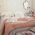 Delicadeza, elegância e conforto iresistível estao presentes no quarto romântico.