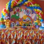 Muitas bexifgas coloridas se destacam na decoração