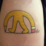 Tatuagem engraçada do lápis com borracha (Foto:Divulgação)