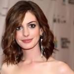 Anne Hathaway também experimentou cabelos curtos(Foto:Divulgação)