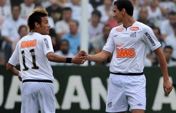 Parceria de Neymar e Ganso rendeu frutos ao Peixe dentro de campo. (Foto/Divulgação)
