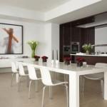 O espaço foi bem aproveitado nesta sala de jantar integrada a cozinha.