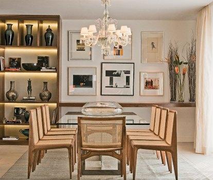 Sala de jantar confortável e elegante.