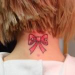 Tatuagem lacinho na nuca