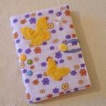 Tecidos foram usados para inovar a aparência do caderno.