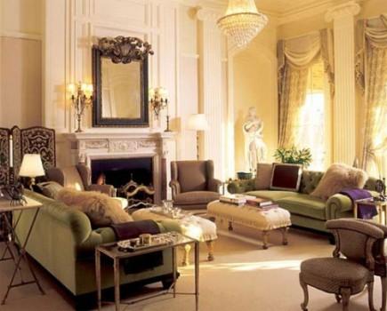 Uma sala de estar decorada com estilo colonial.
