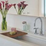 Use uma planta para decorar o lavabo.
