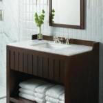 A madeira também pode fazer parte da decoração de banheiros.