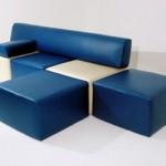 O sofá moderno tem a estrutura de garrafas PET, mas recebeu estofamento.