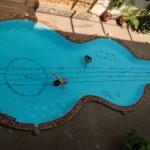 Piscina em forma de violão (Foto:Divulgação)