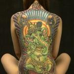 Tatuagem hindu nas costas (Foto:Divulgação)