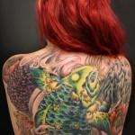 Tatuagem bizarra nas costas (Foto:Divulgação)